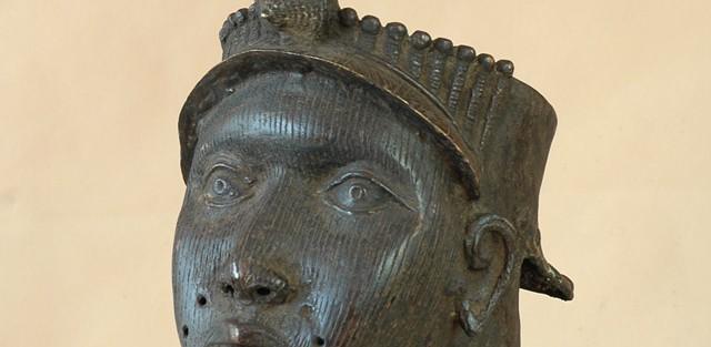 Ife/Nigeria - Żeńska głowa Oni, brąz, ciemnobrązowa patyna, wys 43 cm.