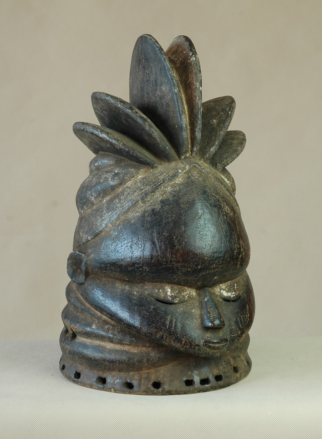 Mende/Sierra Leone - Maska związku kobiet Sande, drewno, ciemna patyna wys. 44 cm.