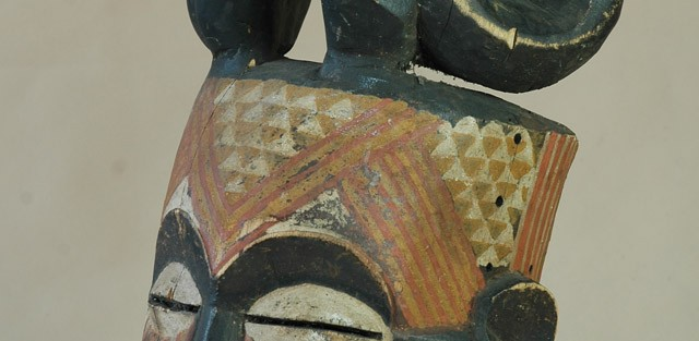 Kuba lub Bakete/Kongo - Maska, drewno, żółta, brązowa i brunatna farba, wys.44 cm