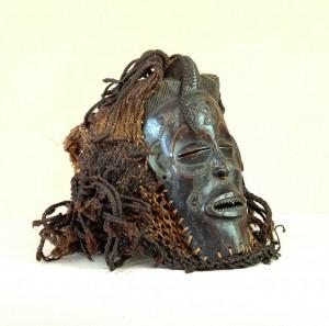 Tchokwe/Angola - Maska pwo, drewno, rafia, metal ciemnobrązowa patyna,wys.28 cm