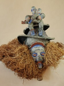 Yaka/Kongo -  Maska kholuku, drewno, materiał, rafia, ślady białej, czerwonej i niebieskiej farby, wys. 68 cm.